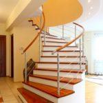 Как своими руками сделать деревянную винтовую лестницу на второй этаж?