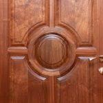 Деревянные двери из массива дуба — уют вашего дома